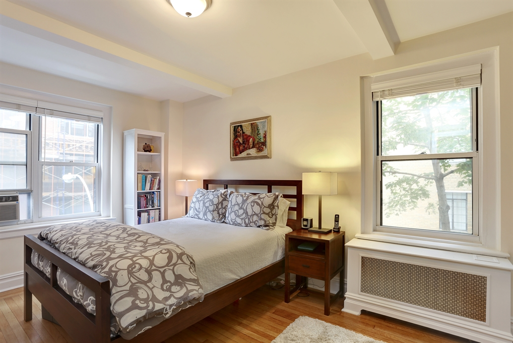 304 West 75th Street, 4B, North facing Living Room with Open Kitchen