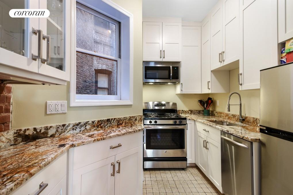 333 East 92nd Street, 4B, Grand entertaining space with high ceilings