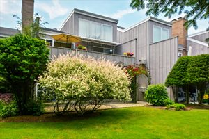 514 Pantigo Rd., Apt. 14, Hampton Mews, East Hampton