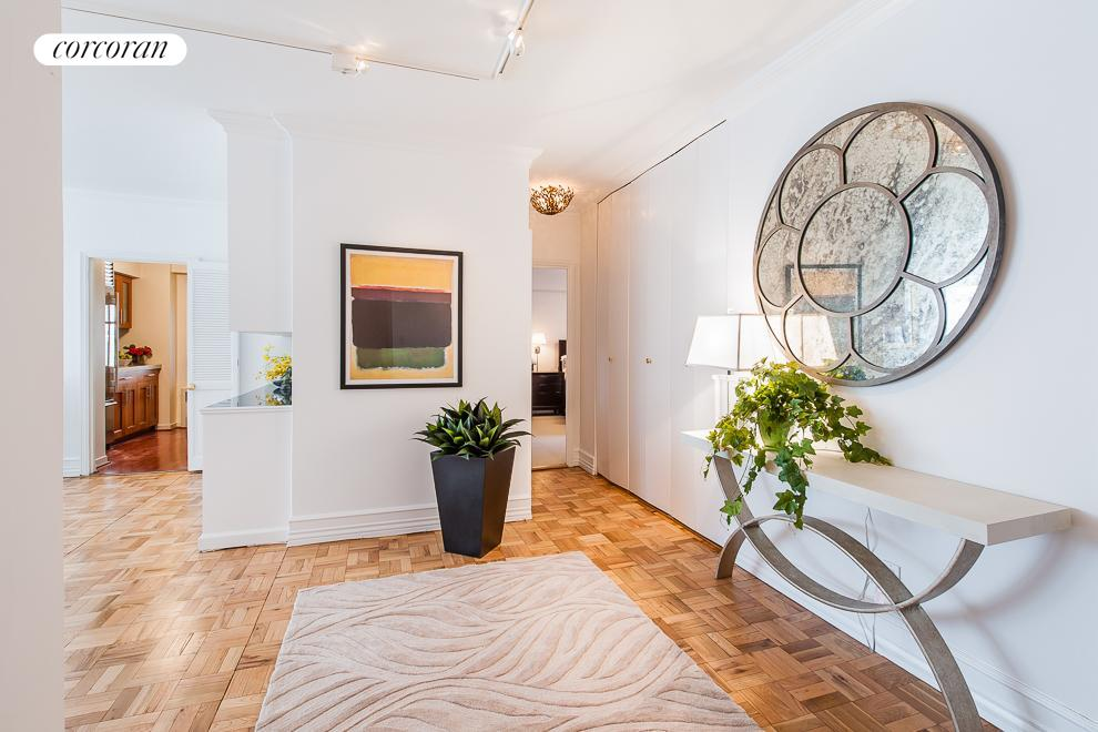 900 Park Avenue, 5E, Gracious Entry Foyer