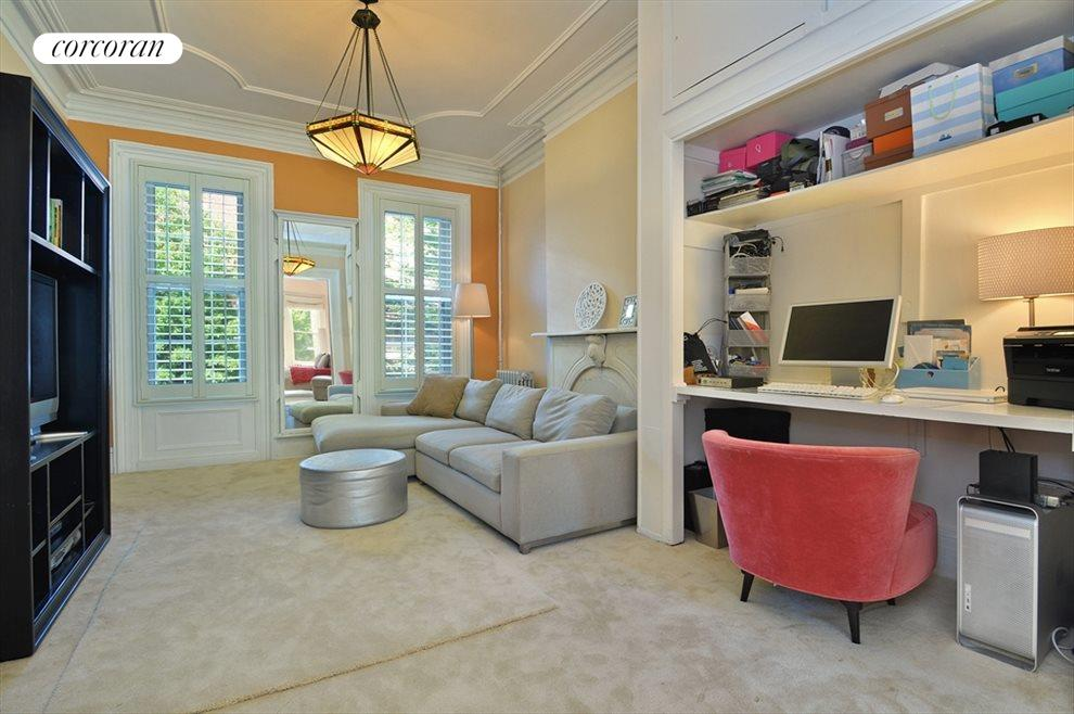 Master Suite (Family Room)