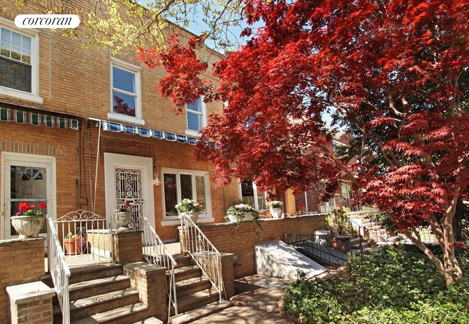 Stunning 1930's Row House w Front Garden