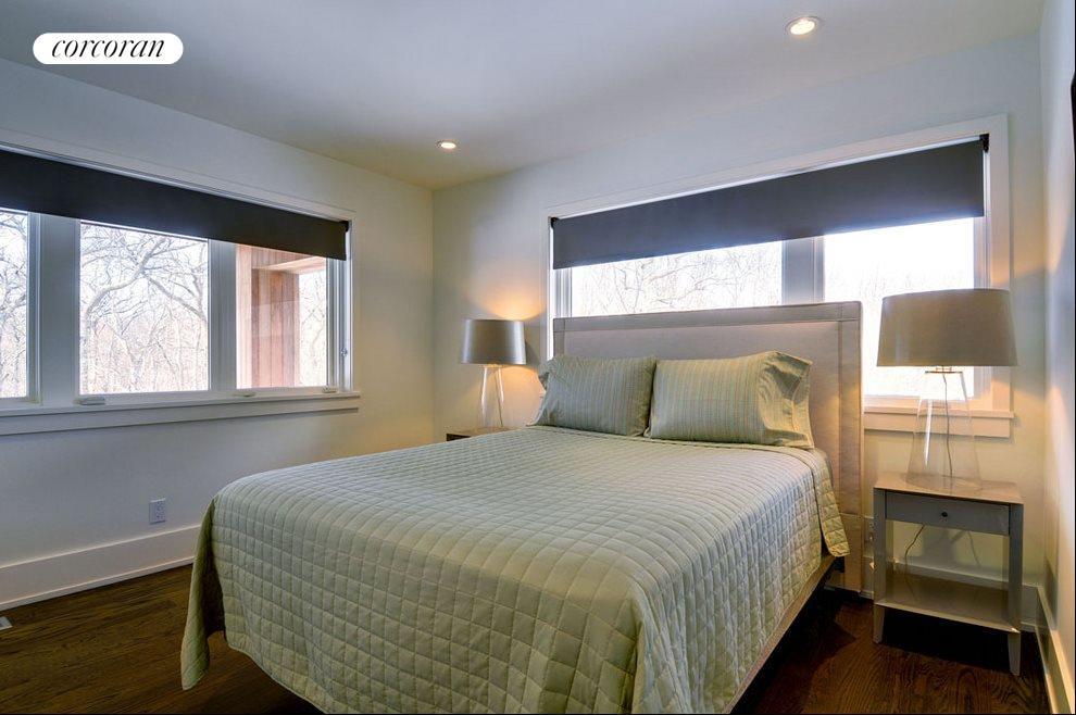 Second guest bedroom of 3