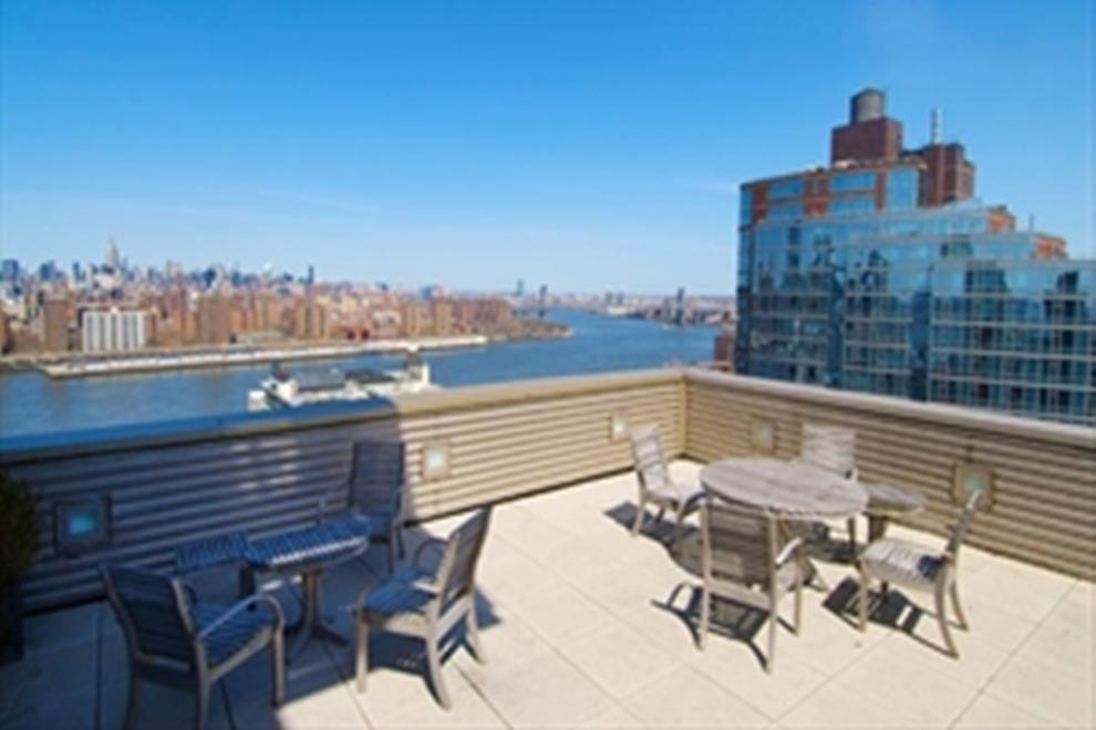 Common roof deck with amazing views