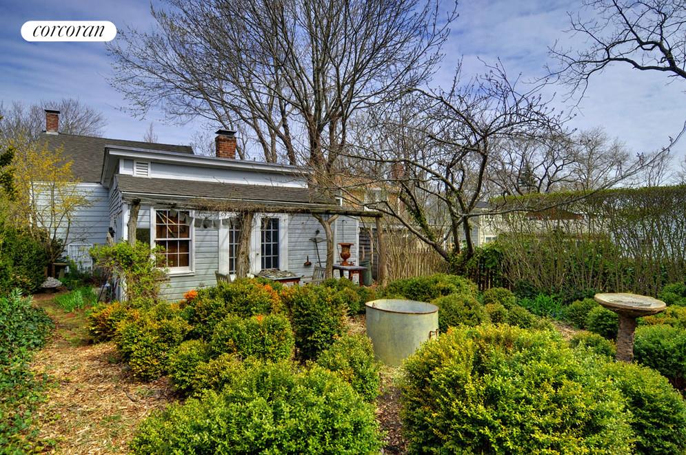Sweet boxwood-filled garden
