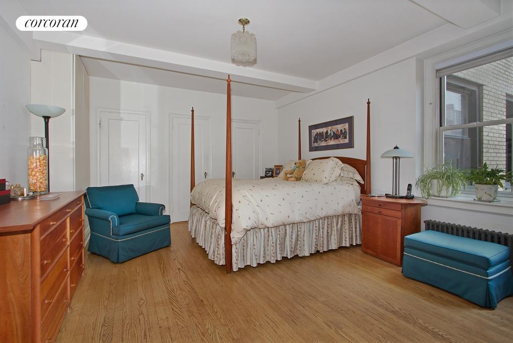 315 East 68th Street, 11T, Living Room