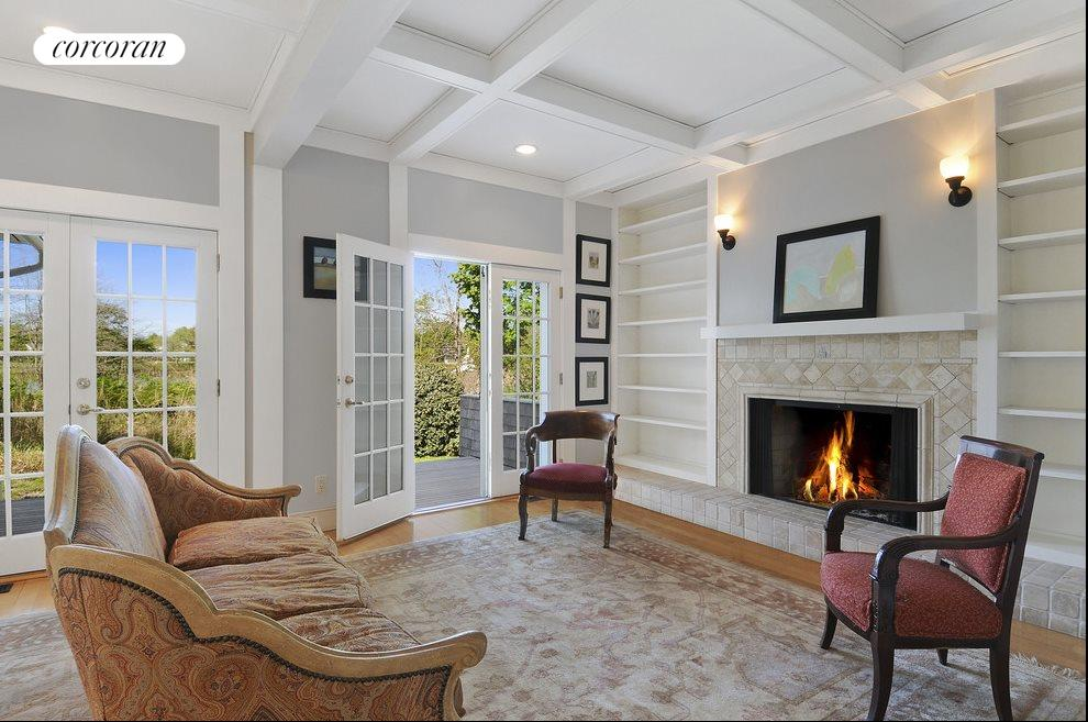 Wonderful open flow with fireplace