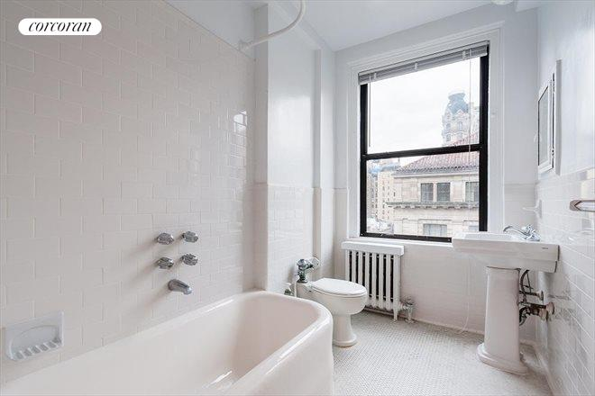 175 West 73rd Street, 11C, Spacious entertaining space with pre-war details