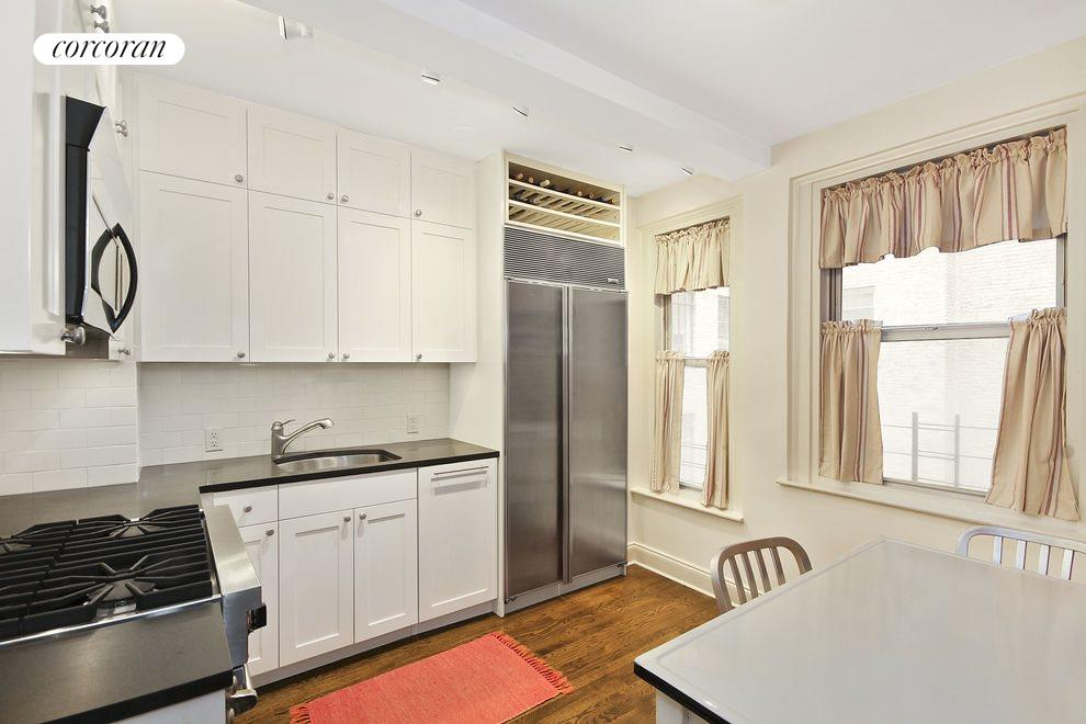 321 E 43rd St #4C, New York (321_E_FortyThird_#4C_Kitchen_JCahill)