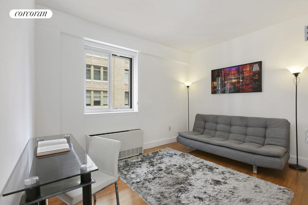 200 West 24th #8B, New York (200_W_24_#8B_LivingRoom_GBedoya)
