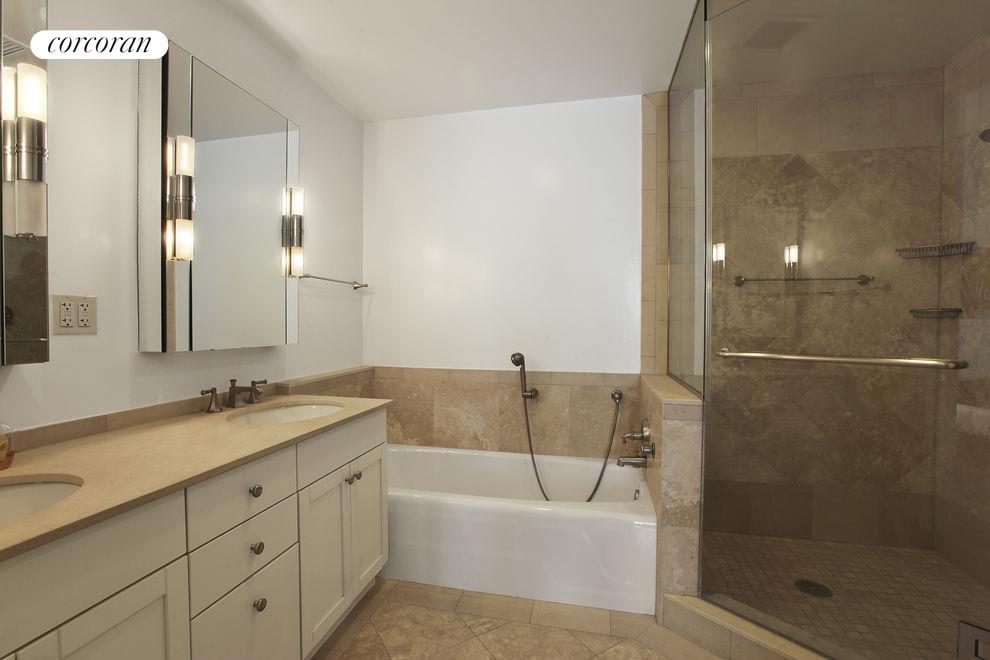 200 West 24th #8B, New York (200_W_24_#8B_Bathroom_GBedoya)