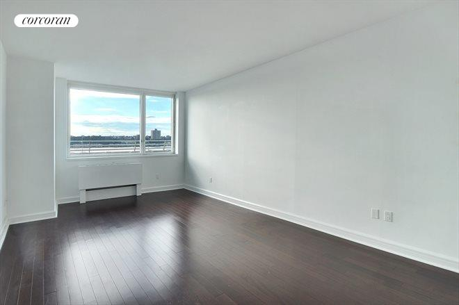 100 Riverside Blvd, 5J, Living Room