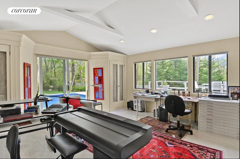 Studio or bedroom