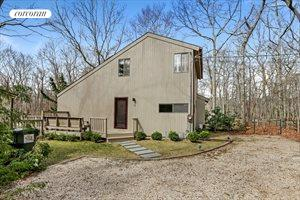 12 Wooded Oak Lane, East Hampton