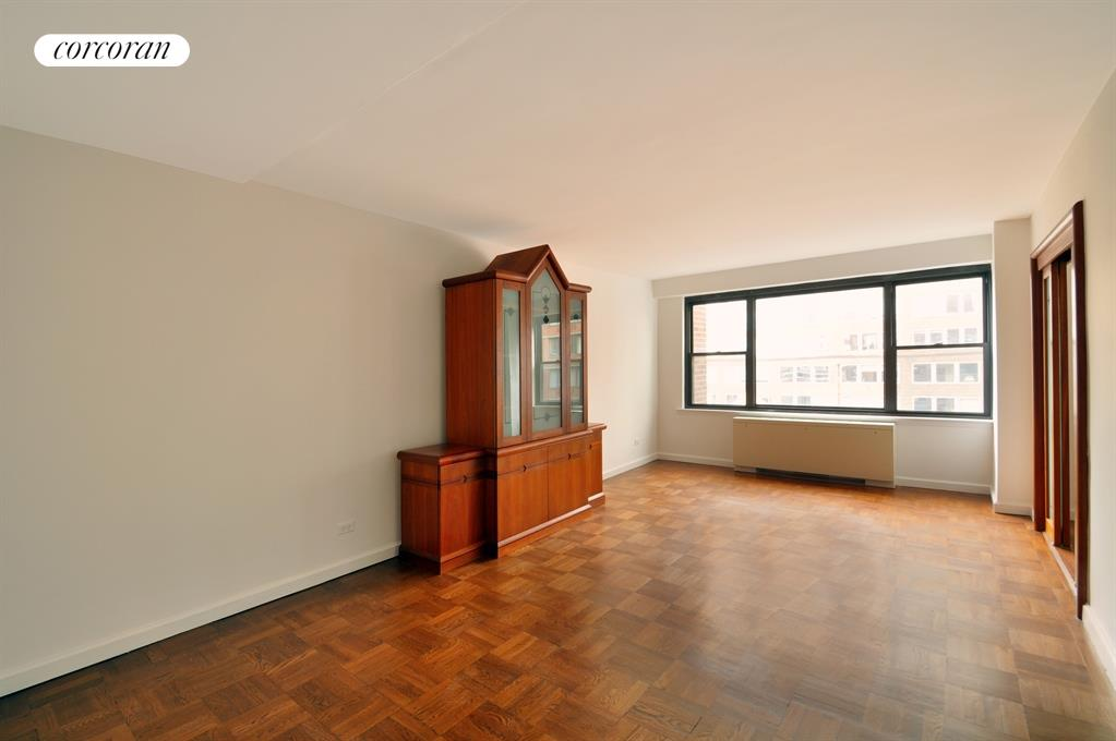 301 East 64th Street, 11EF, Newly Renovated Top of the Line Kitchen