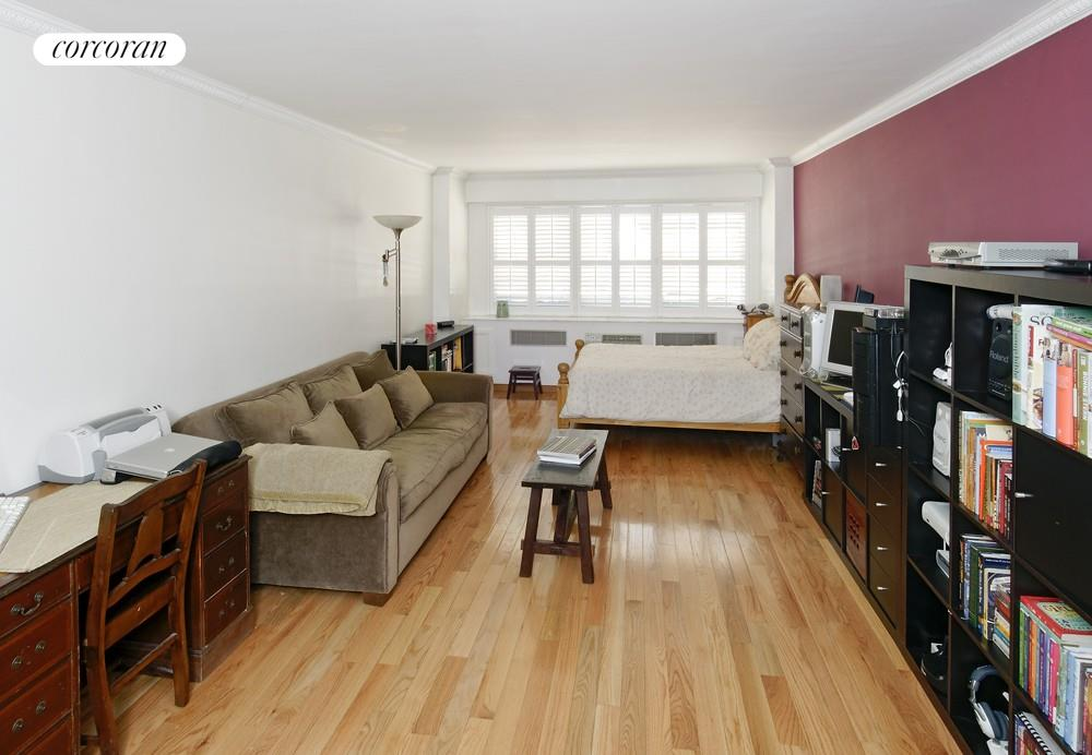 153 East 57th Street, 2F, South Facing Living/Sleeping Area