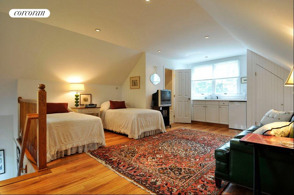 Guest Suite with private entrance and kitchenett
