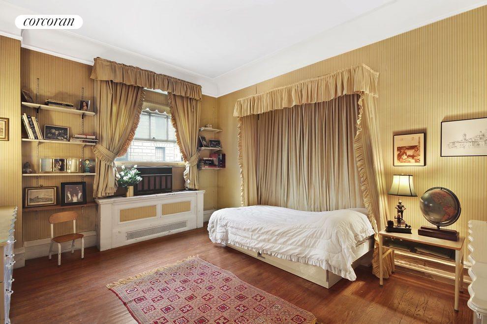 09- Bedroom