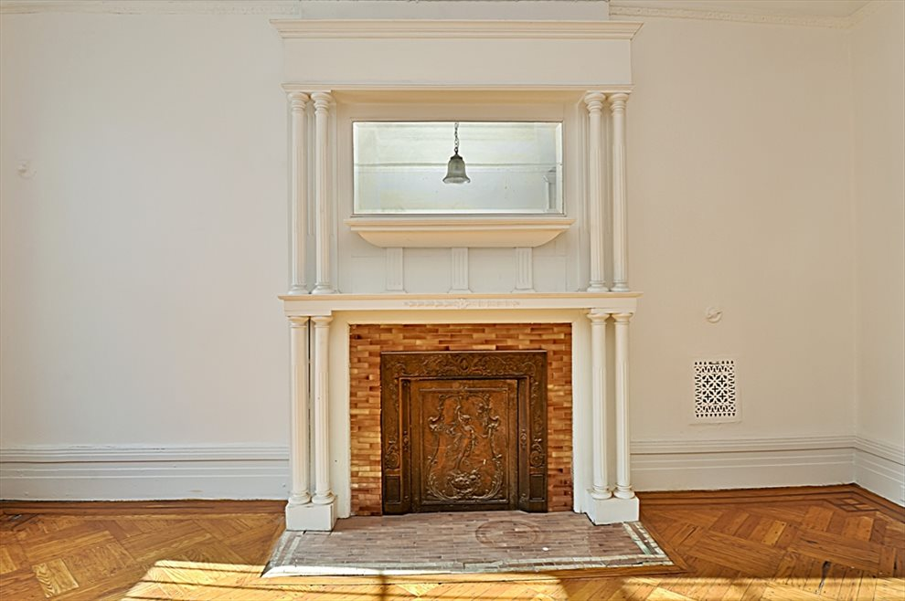 2nd Bedroom with gorgeous decorative mantelpiece