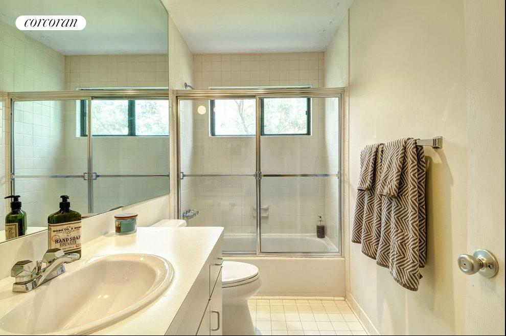 Shared bath for both guest rooms