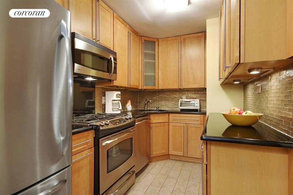 333 East 79th Street, 16M, Beautiful Renovated Kitchen