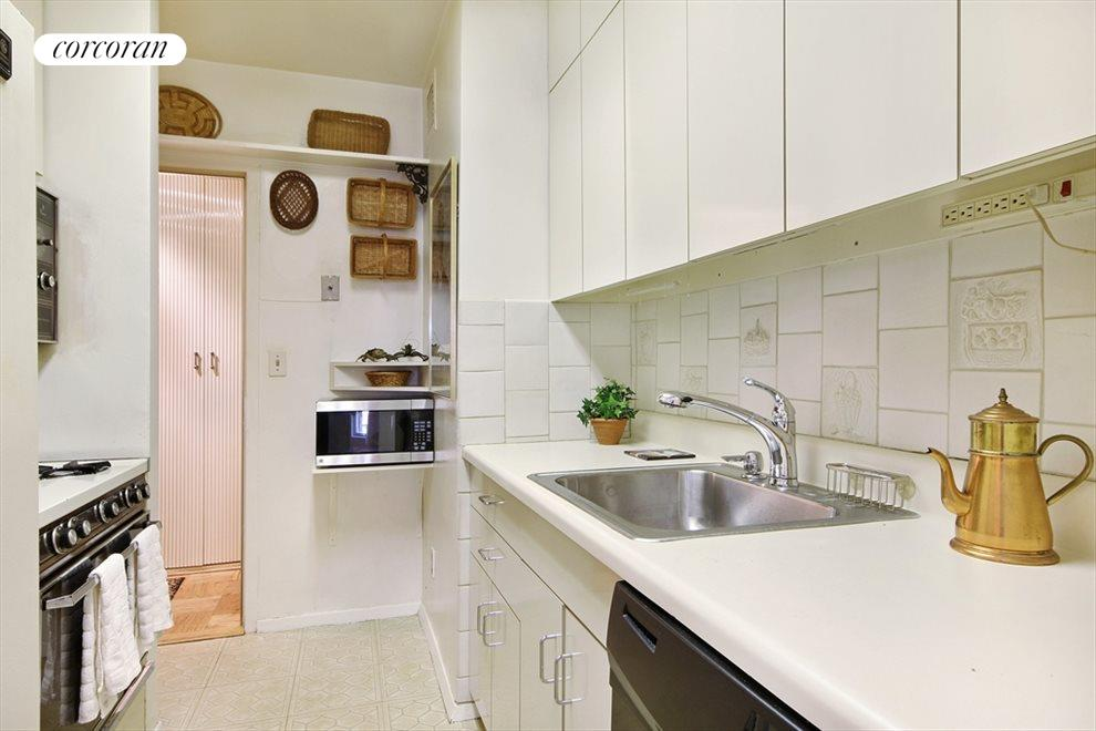 Large Kitchen with Excellent Counter Space