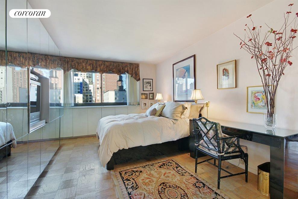 Sunny Bedroom with En-Suite Bath