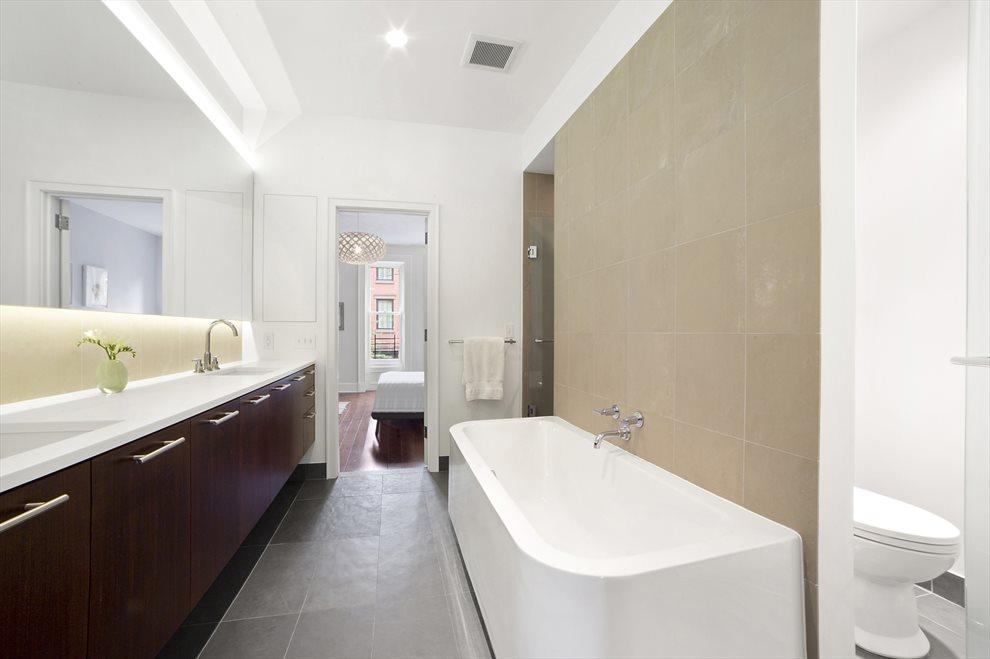 Luxurious en-suite Master Bath