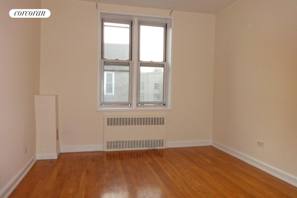 2107 Wallace Avenue, 6B, Large Living Room with Hardwood Oak floors