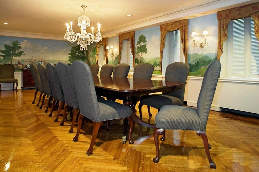 Resident dining room for formal gatherings