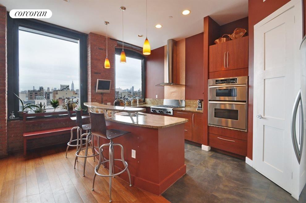 Granite Kitchen w. Breakfast Bar & SS appliances