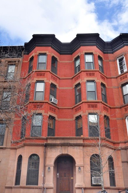 Well maintained brick and brownstone facade