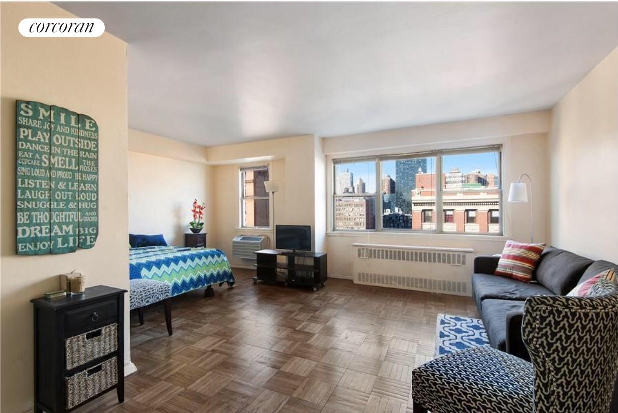 430 West 34th Street, 17F, Living Room