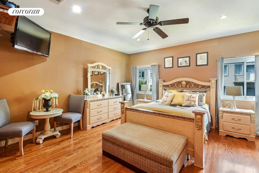 Large Upper Level Master Bedroom w/Bath En-Suite