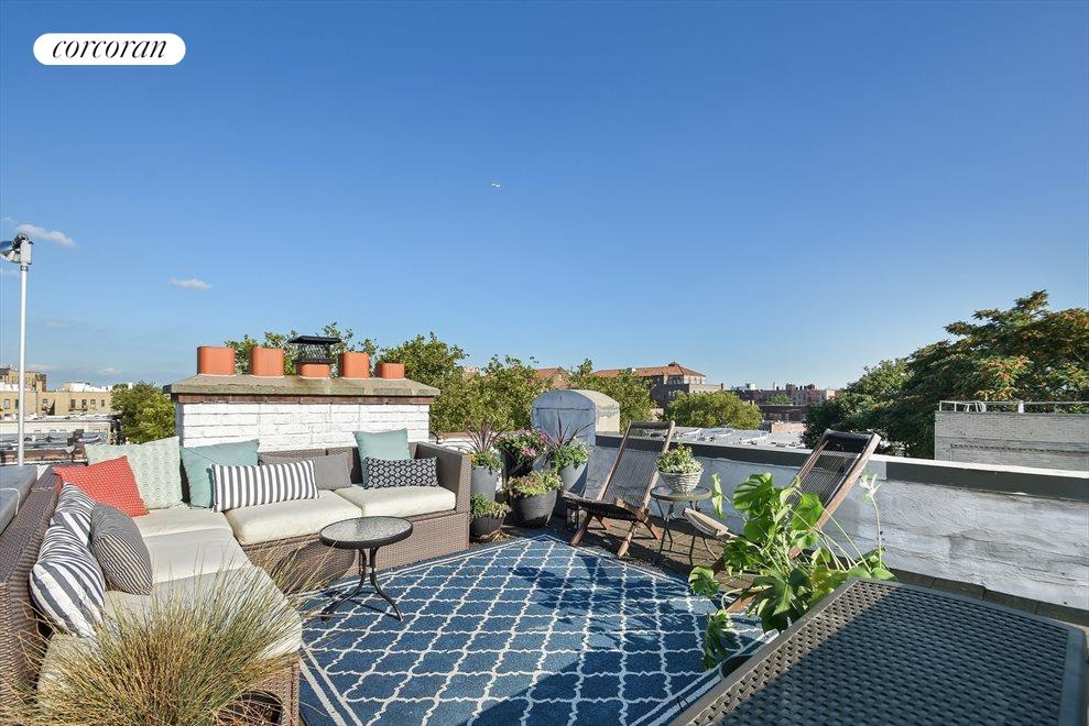 Beautiful private roof deck with water & electric
