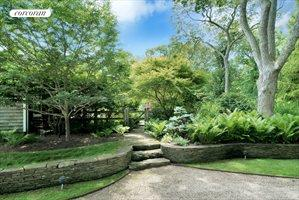 104 Old Stone Highway (House & Cottage), East Hampton