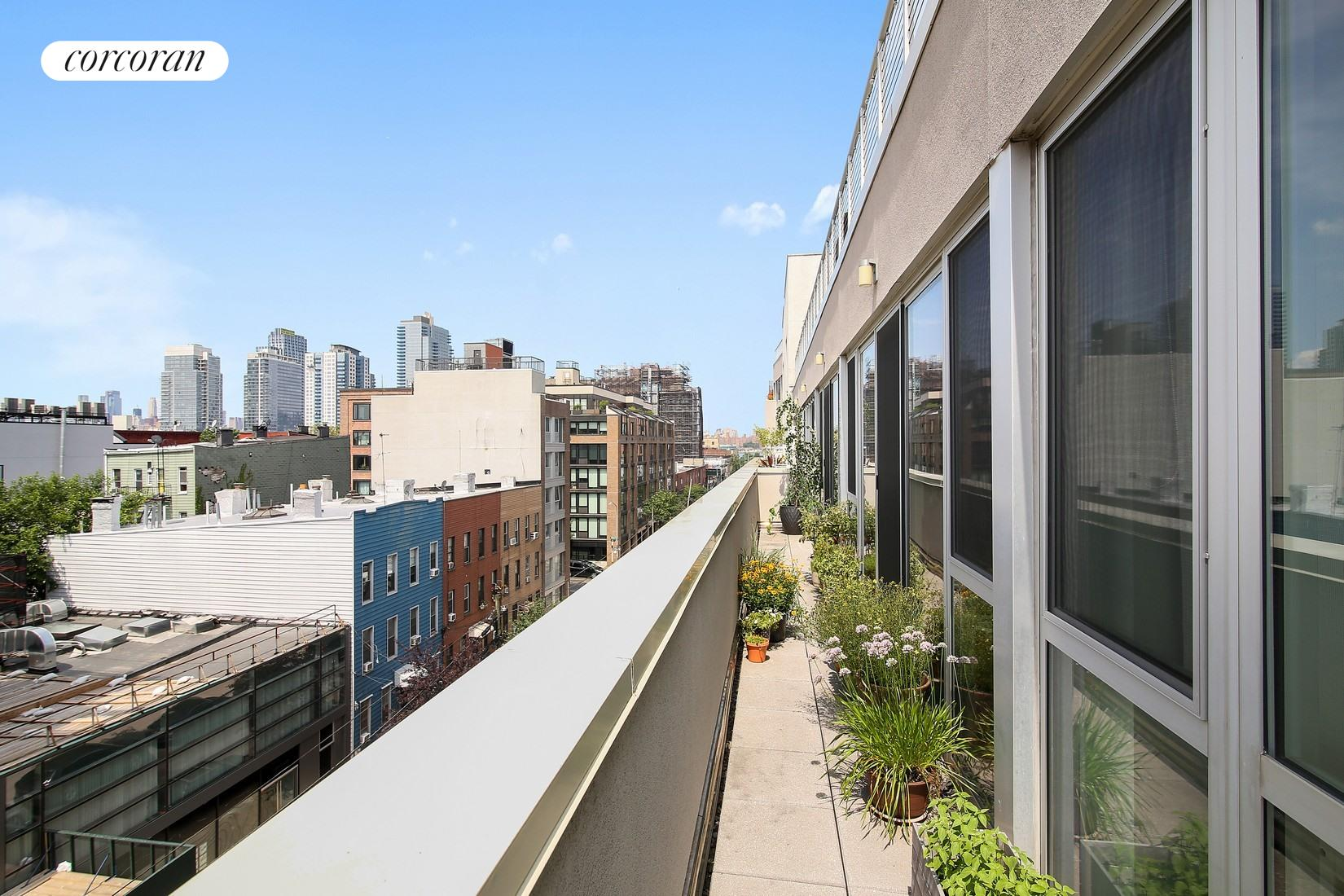 125 North 10th Street, S5E, South Facing Living|Dining Room with Amazing Views
