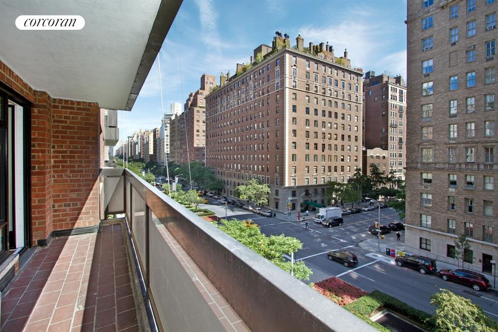 750 Park Avenue, 6B, Gracious Living Room with 22' Balcony