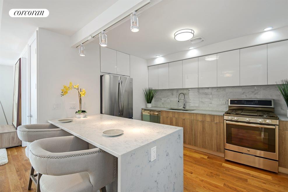 Quartz cascading countertop - Kitchen