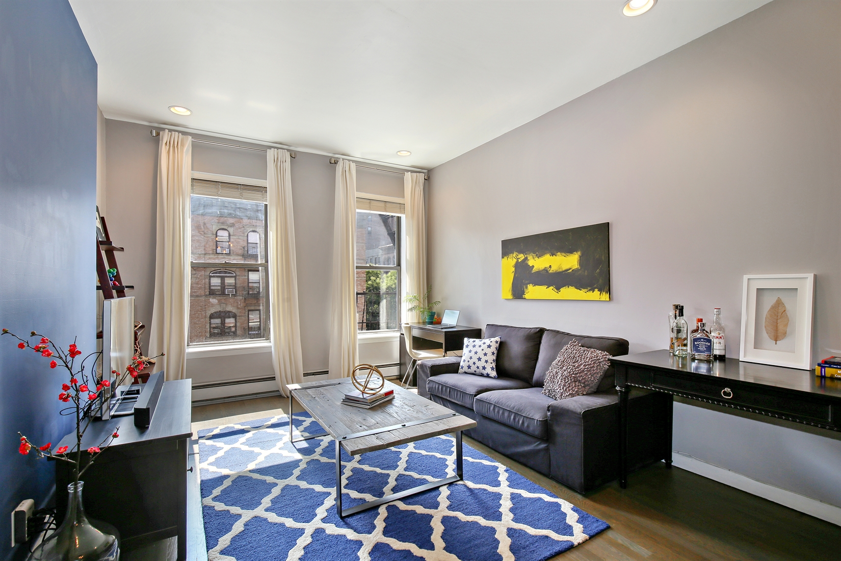 442 AMSTERDAM AVE, 4A, Bright living room