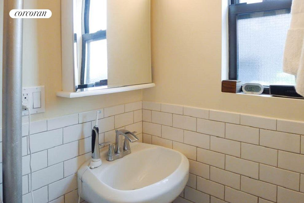 New York City Real Estate | View 67 Diamond Street, #1R | room 6