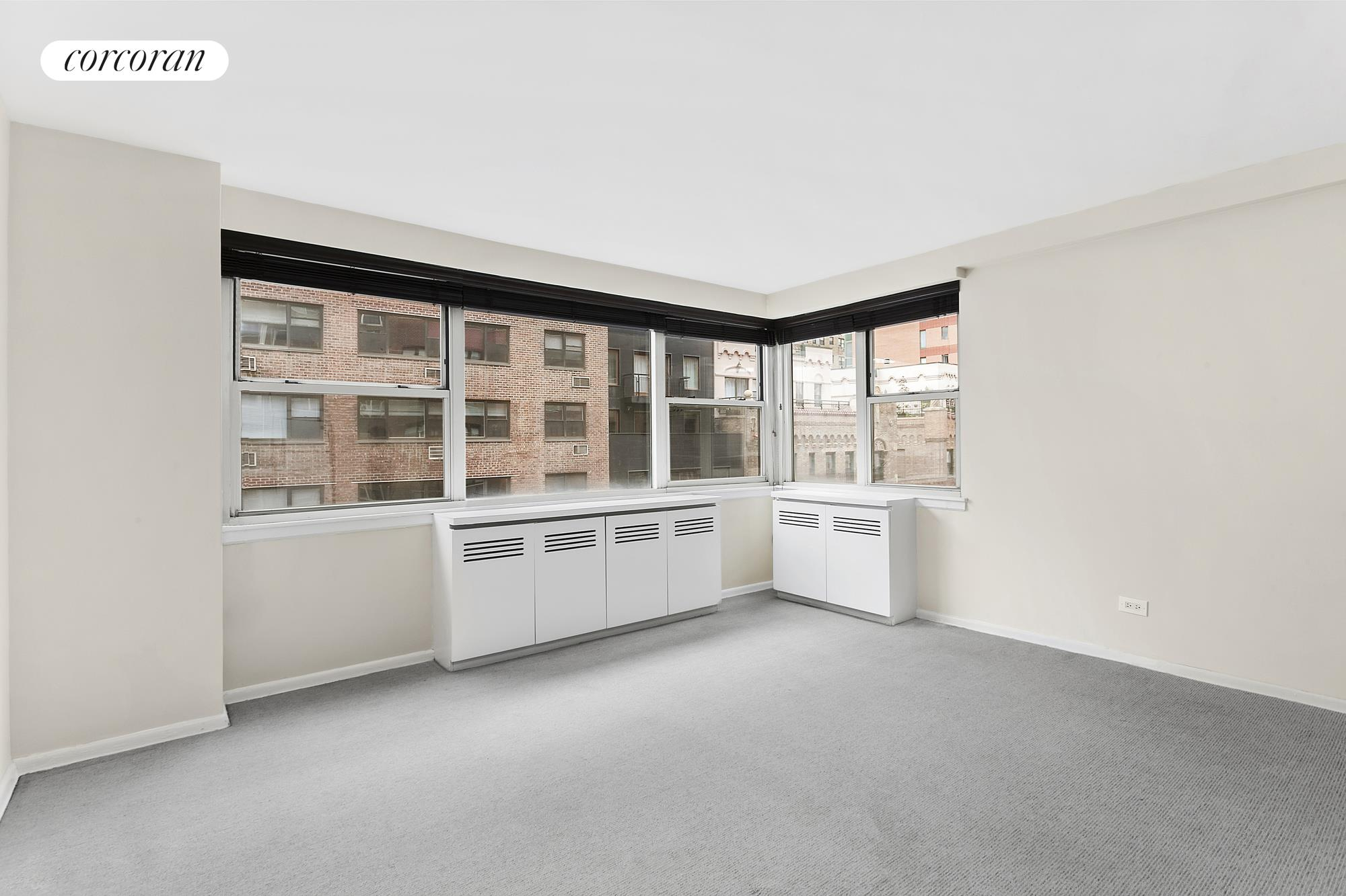 233 East 70th Street, 8R, Living Room
