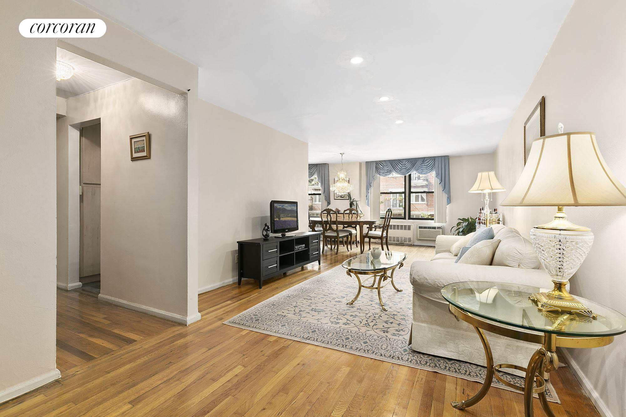 599 East 7th Street, 1R, Living Room
