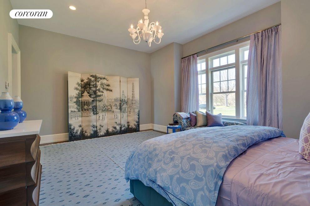 1st floor guest master bedroom