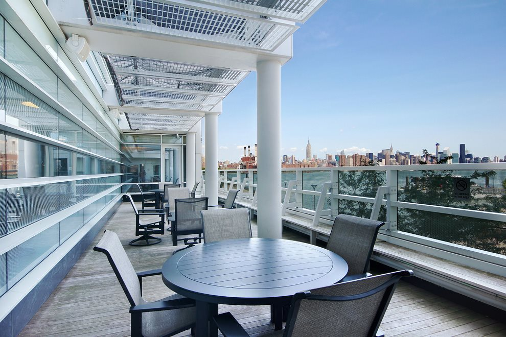 Sundeck in 2 Northside Piers