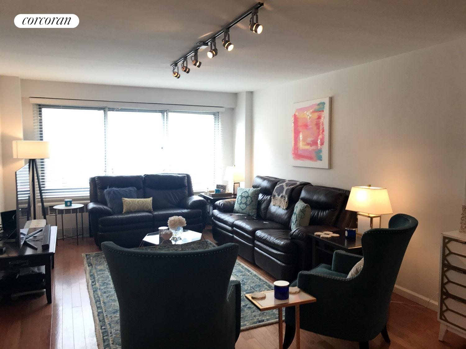 175 West 12th Street, 2H, Living Room
