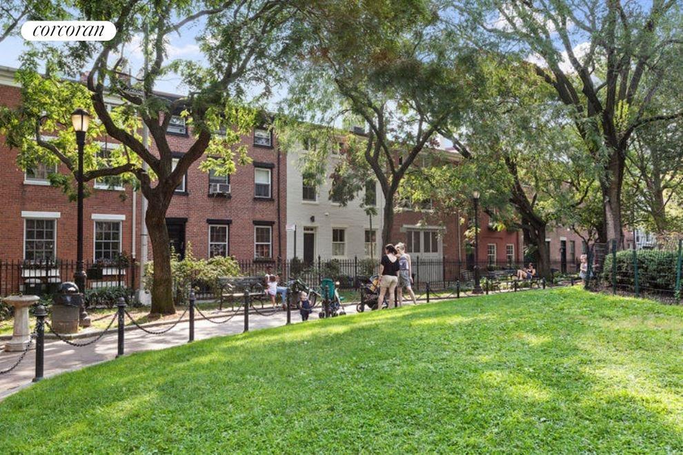 Cobble Hill Park overlooks Verandah Place