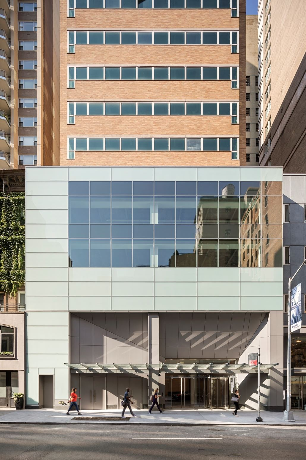 110 East 60th Street, 703, Building Exterior