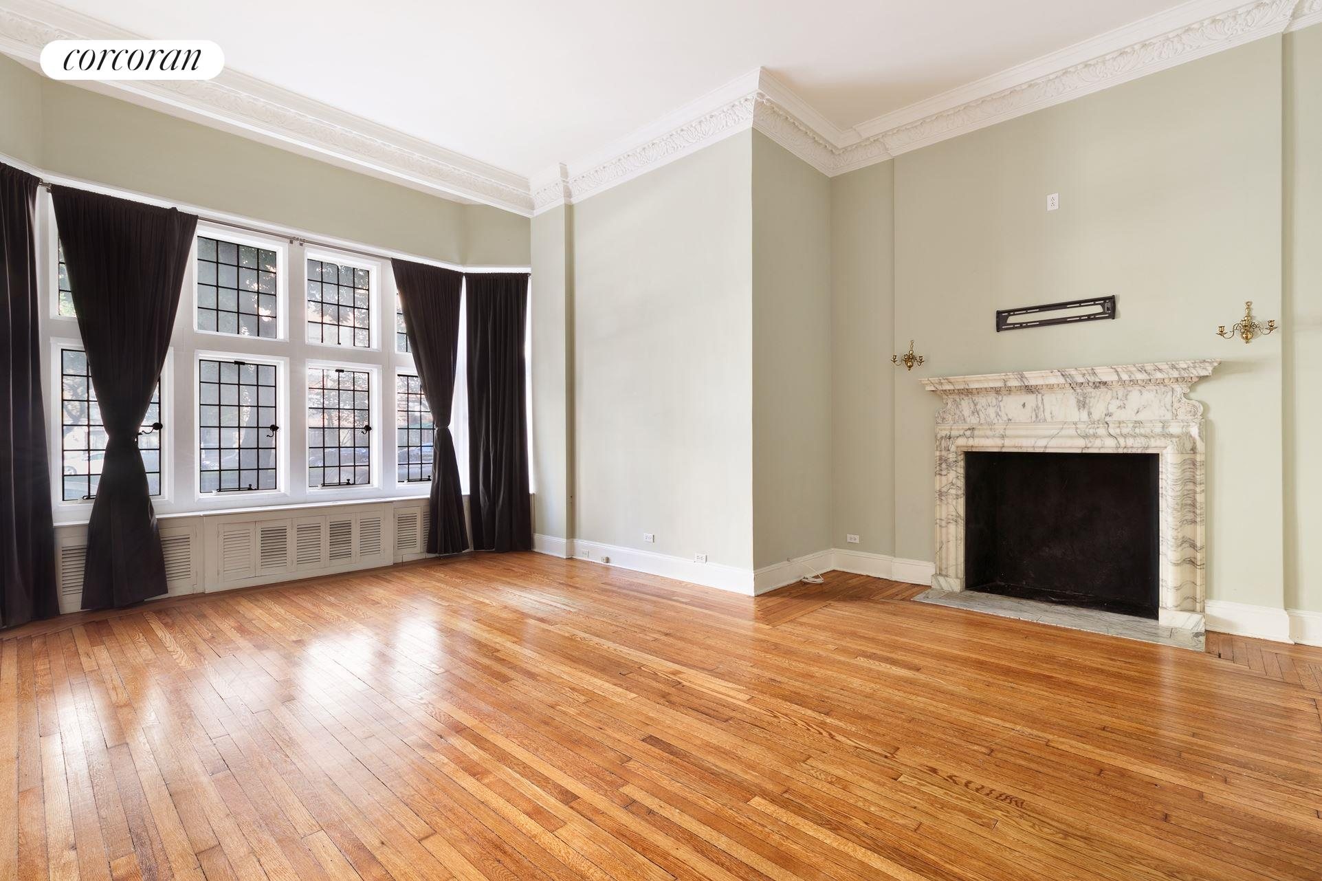 1025 Park Avenue, 1BCD, Living Room