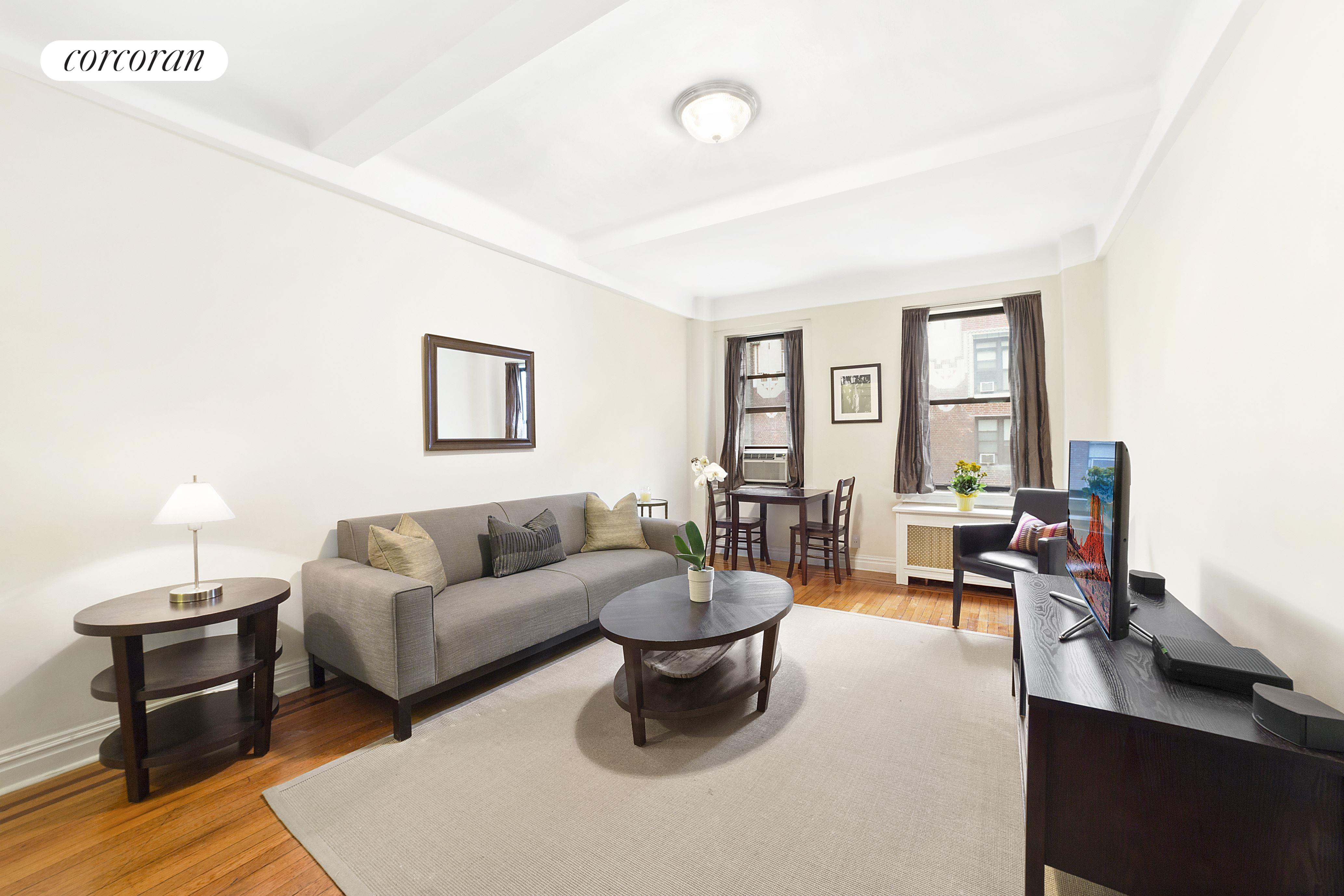 142 East 49th Street, 7A, Living Room